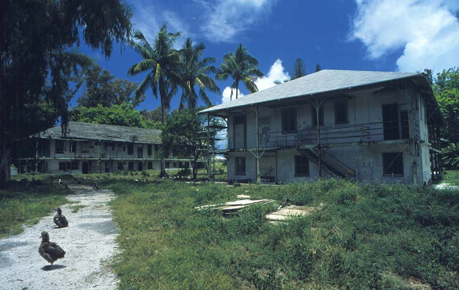 Gebäude am Midway-Atoll - Foto: U.S. Fish and Wildlife Service.