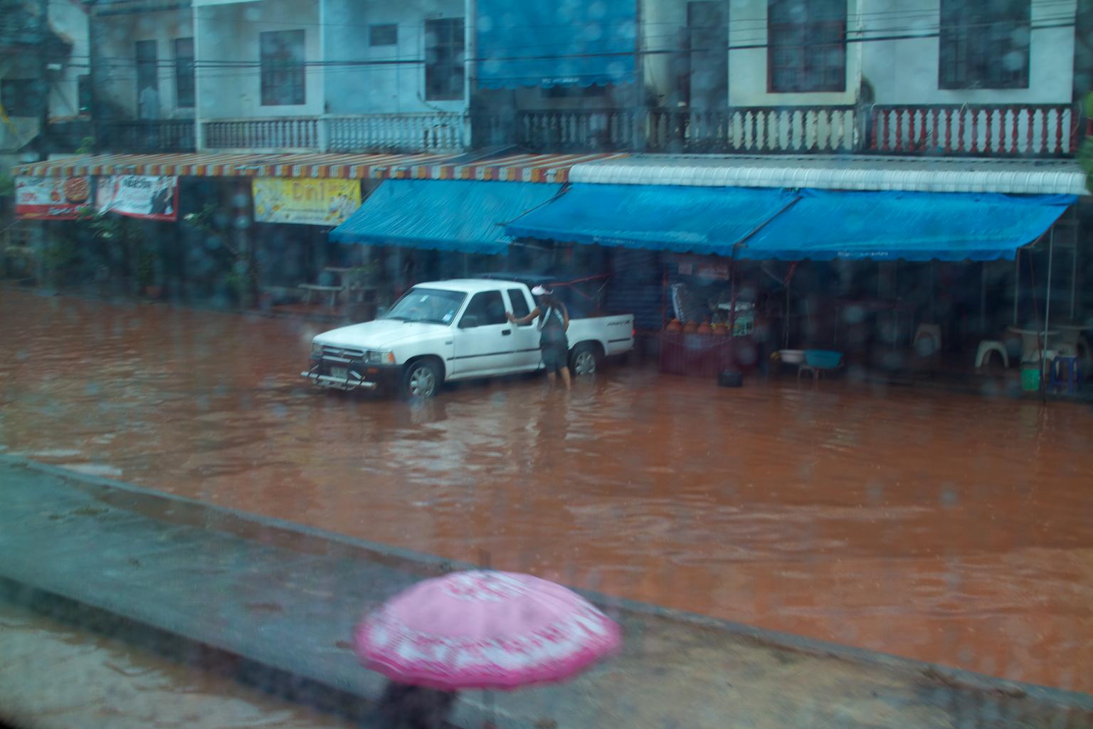 ueberschwemmung_in_surat_thani